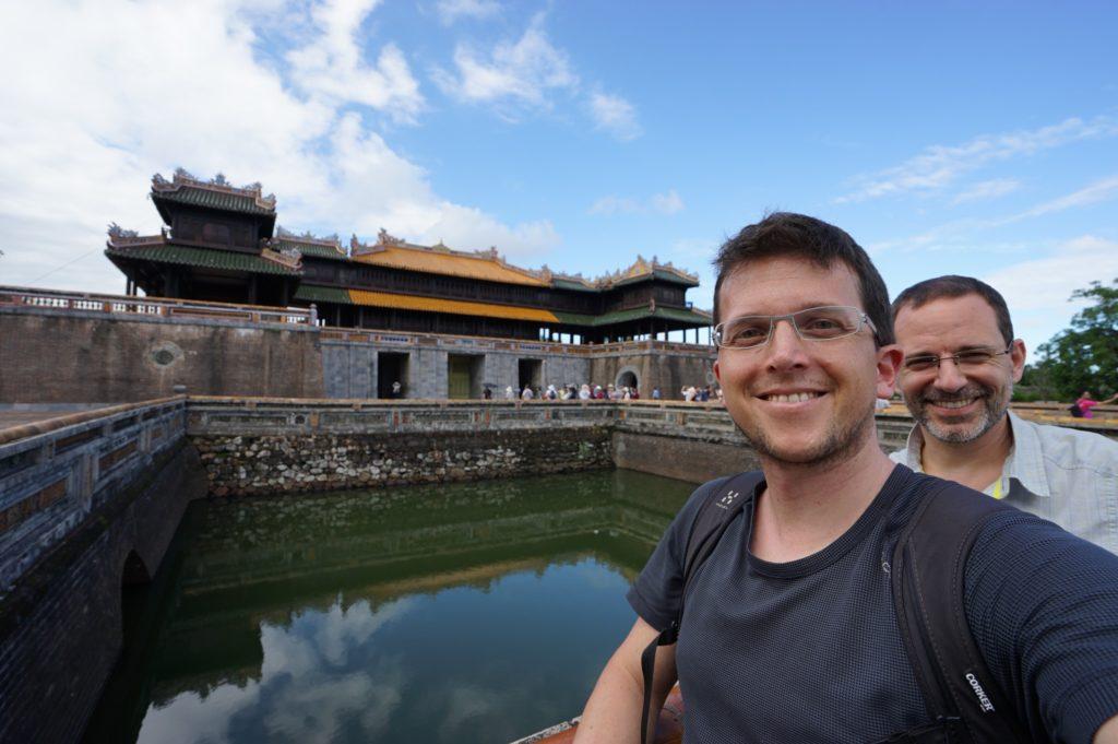 Vor dem Tor der Zitadelle Huế