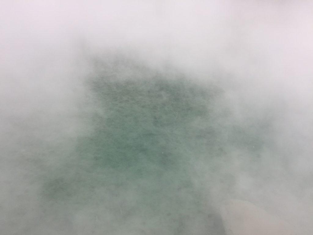 Ist grün, blubbert und stinkt – hier badet niemand