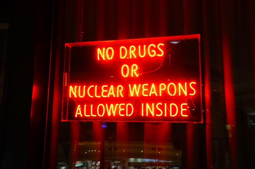 Ins Hard Rock Cafe sollte man keine Drogen reinnehmen – Nuces auch nicht :)
