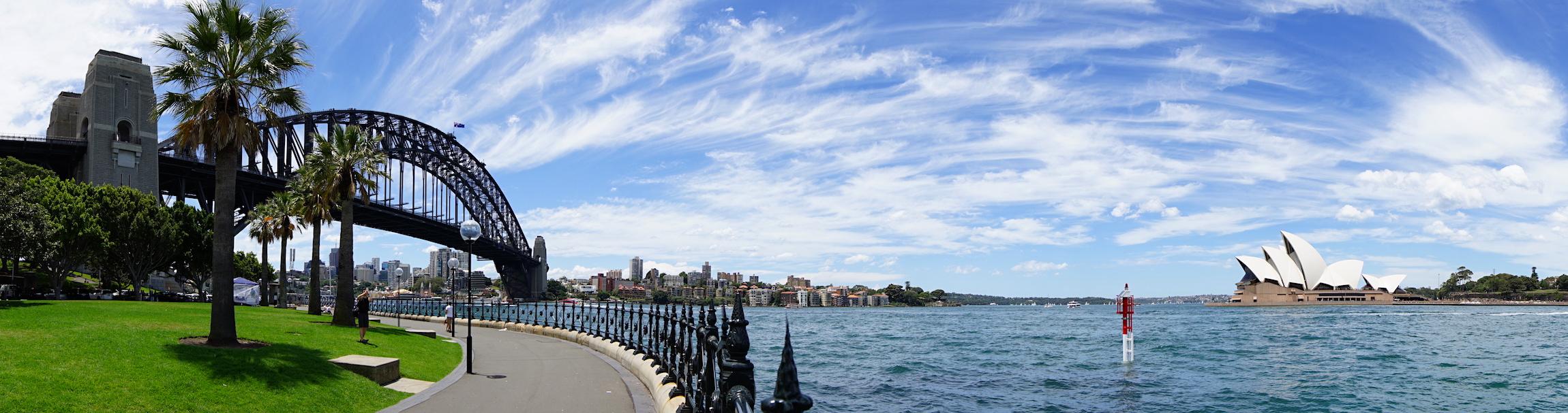 Panoramaaufnahme von der Harbour Bridge, der Bucht und der Oper