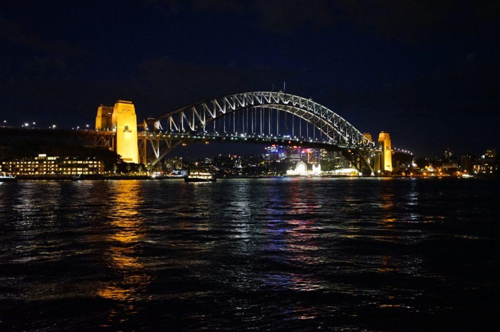 Und auch die Harbour Bridge verführt dazu, sie minutenlang anzuschauen