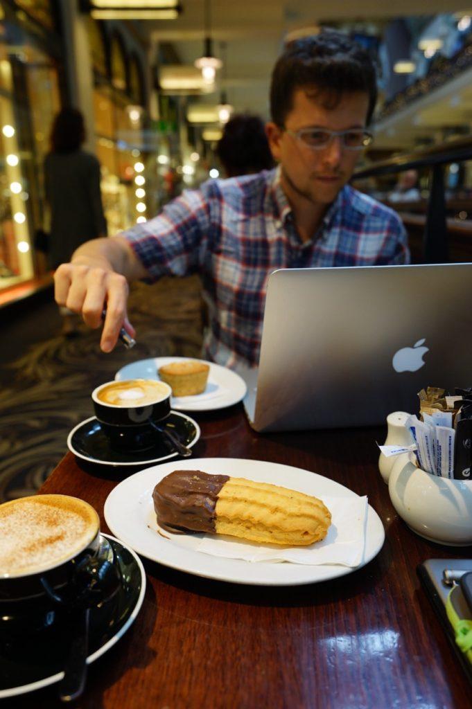 Kaffee und Arbeit