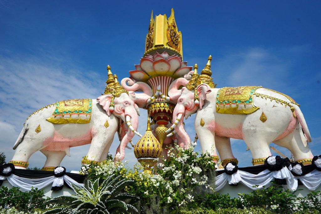 Drei Erawane (dreiköpfige Elefanten), Symbole königlicher Macht