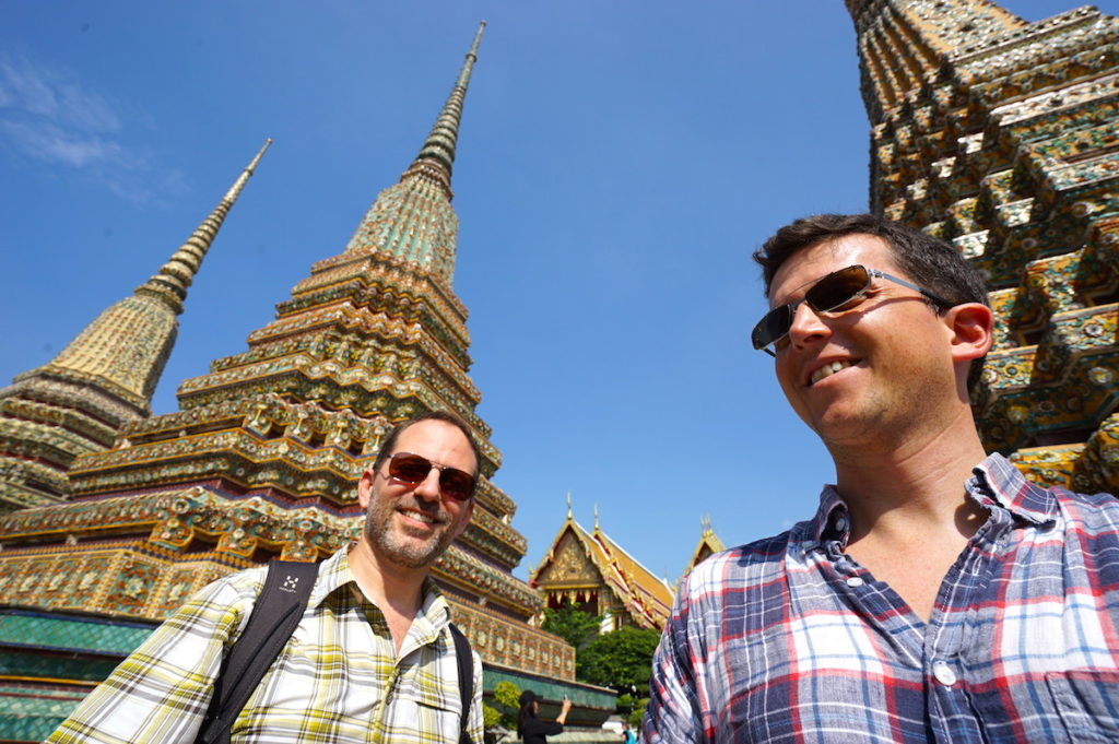 Farbenfrohe Chedis (Tempel-Mahnmale) im Wat Pho