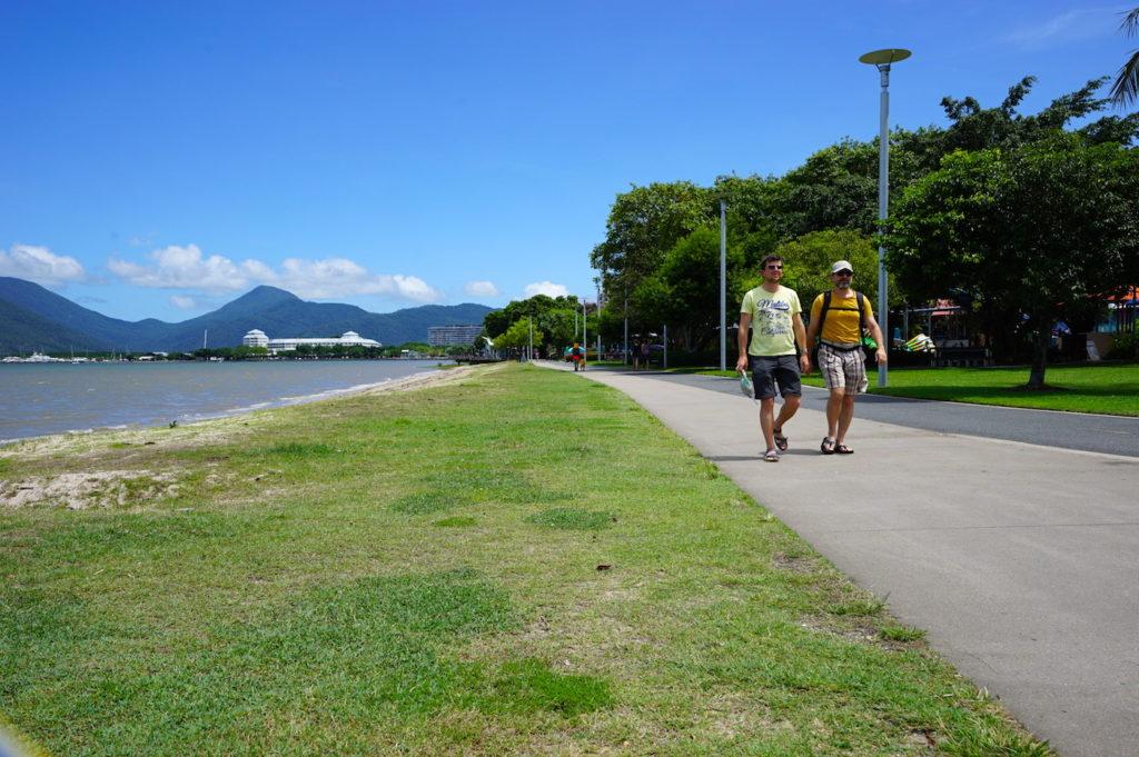 An der Esplanade von Cairns ...